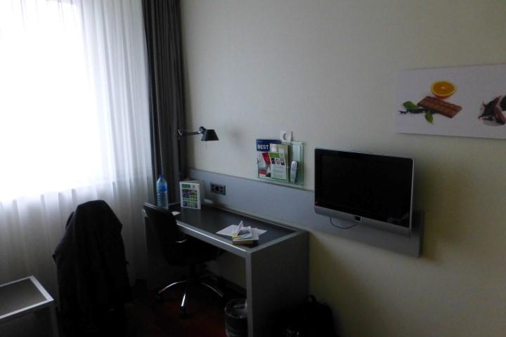 Holiday Inn Bern-Westside Desk, TV and Oddly Placed Art