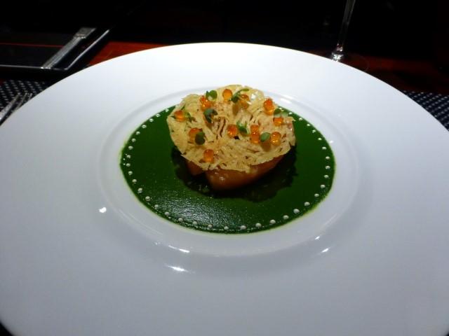 LE SAUMON FUMÉ - Smoke salmon and potato crisps with Méréville watercress.